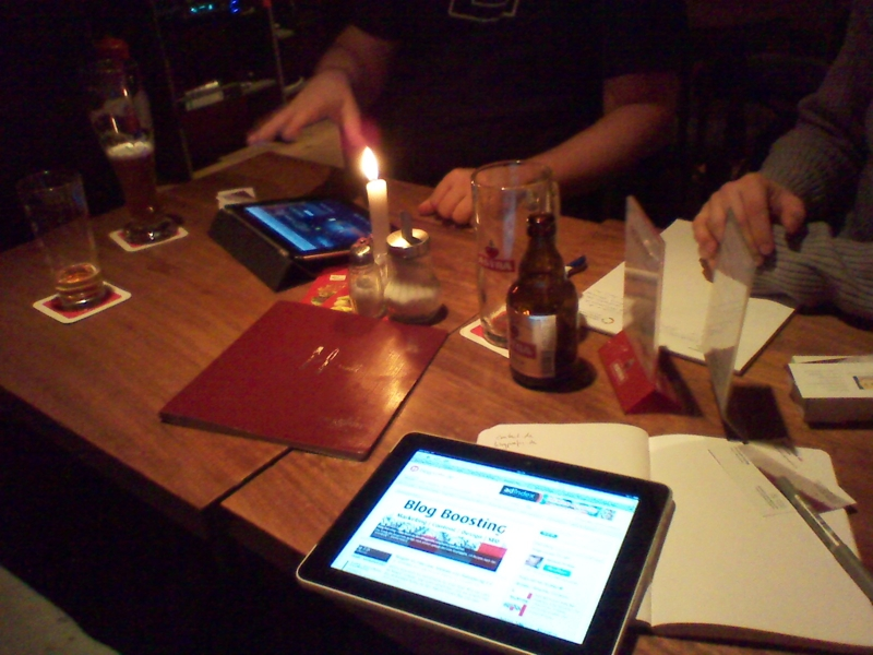 WPMeetup Potsdam: Kerze, Astra, iPad und glückliche Gesichter (nicht im Bild)