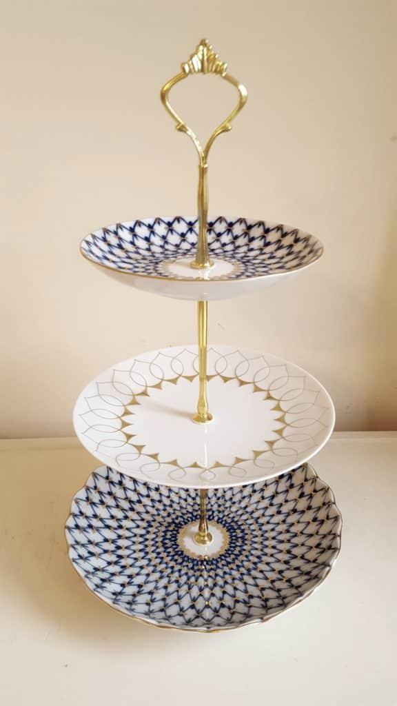 Étagère (blue, white, gold)